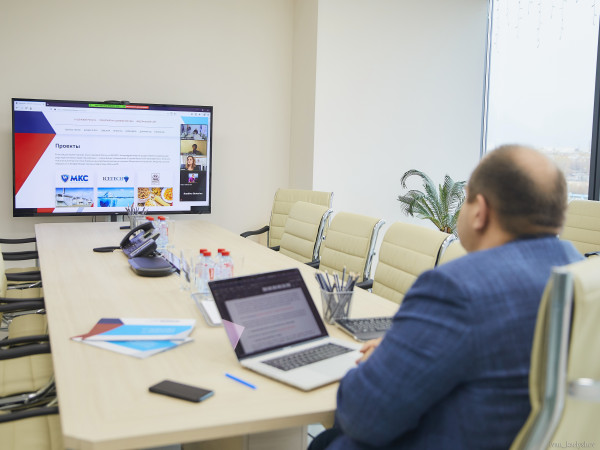 Максим Загорнов провел мастер-класс по сотрудничеству с ОАЭ на «Международном дне импорта и экспорта»